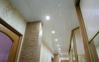 Вариант освещения натяжного потолка в коридоре