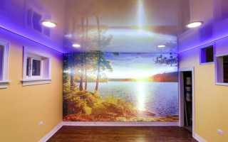 Сатиновый натяжной потолок с подсветкой на кухне