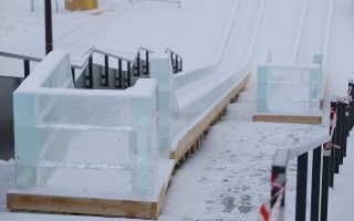 Как построить безопасную ледяную горку на заднем дворе?