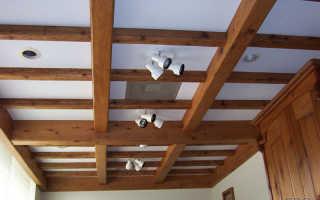 Крепление деревянных фальш-балок на потолок