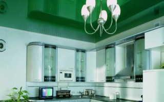 Потолок насыщенного зеленого цвета