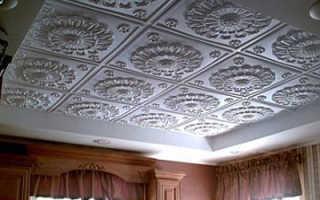 Щели между пенопластовыми плитками на потолке